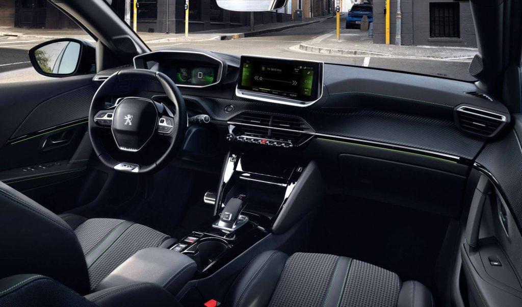 Painel preto de modelo 2020, carros usados peugeot
