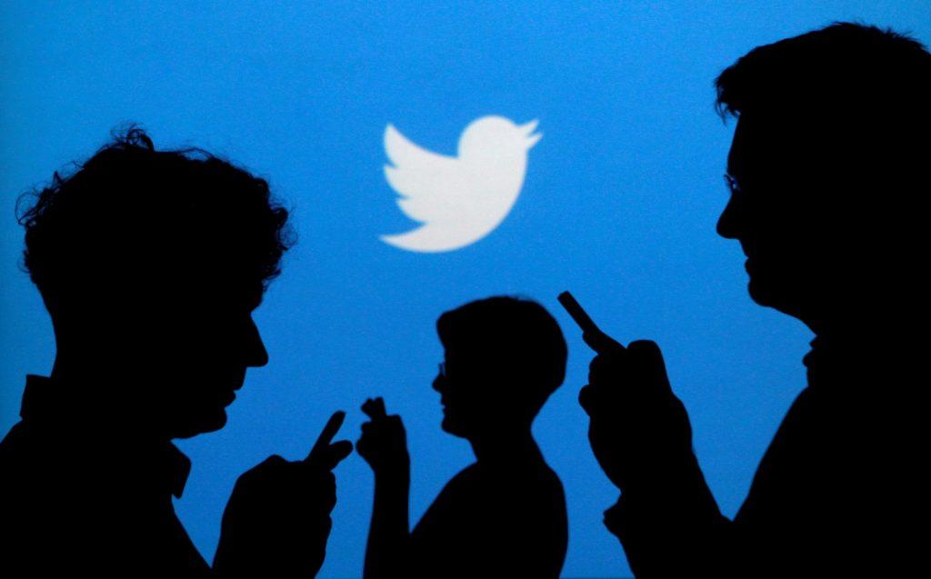 Pessoas usando o twitter