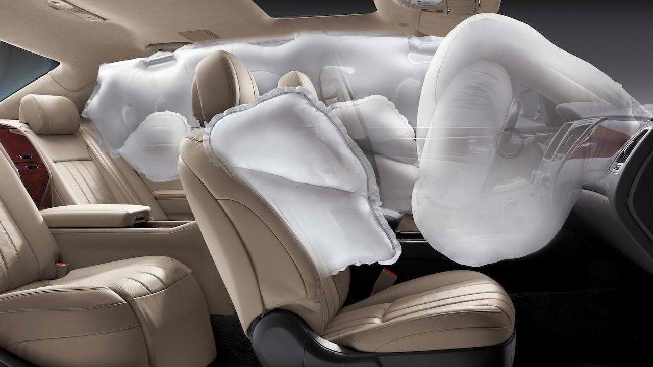 Carro com sistema de airbag