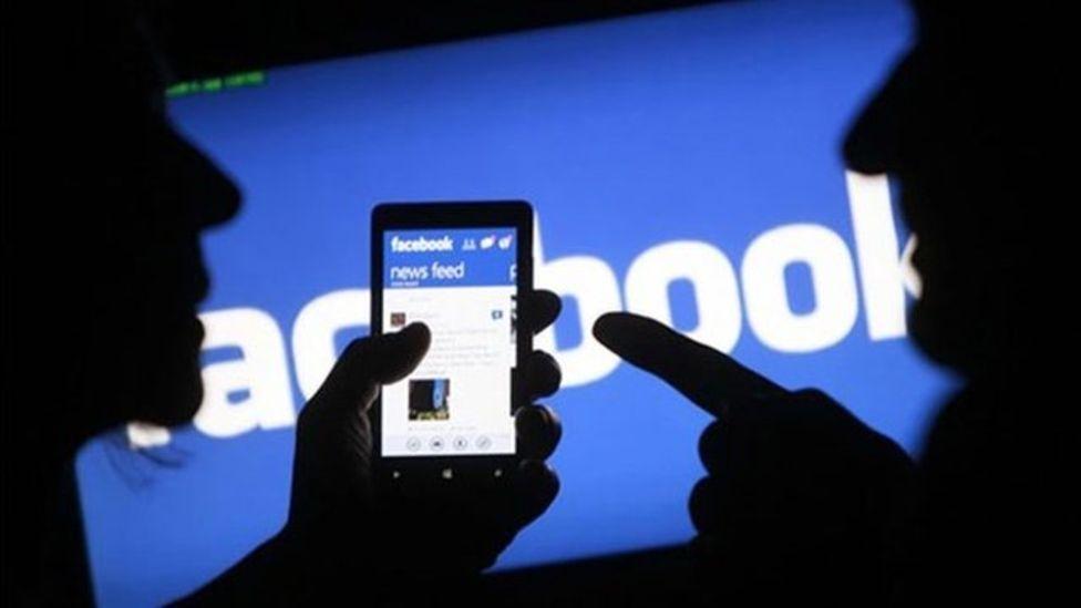 Facebook remove contas falsas do psl