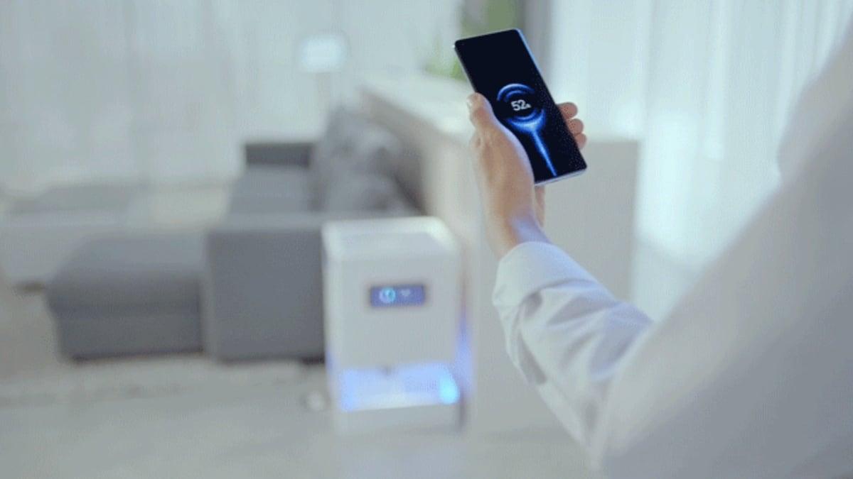 Xiaomi apresenta carregador sem fio à distância. O xiaomi mi air charge seria um carregador sem fio à distância capaz de carregar seu smartphone até em quartos diferentes