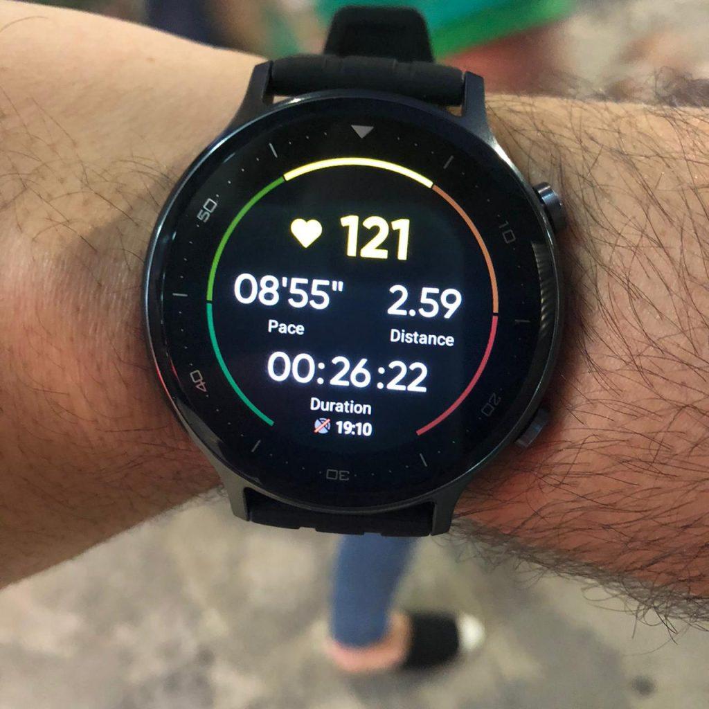Caminha leve com realme watch s 3