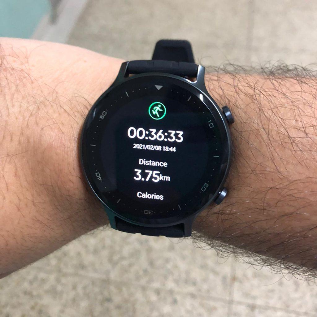 Caminha leve com realme watch s 4