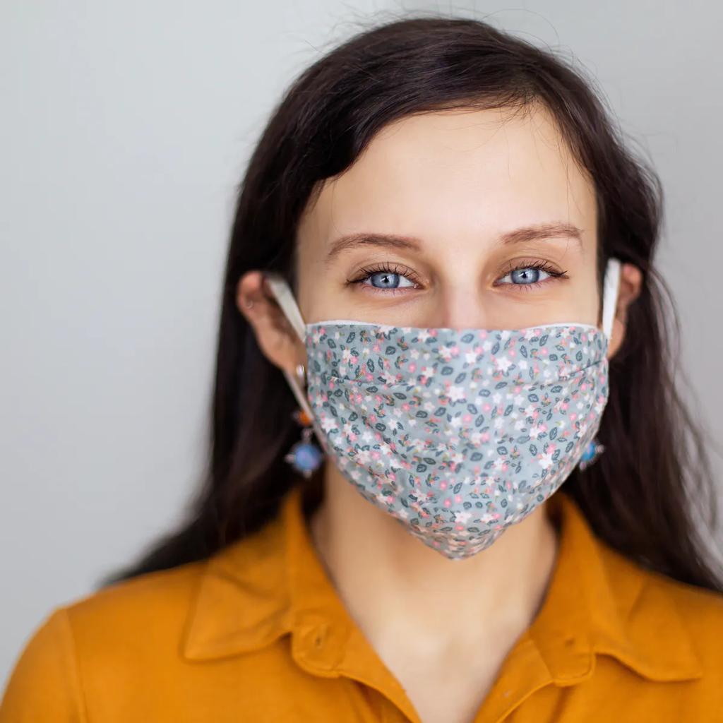 A anvisa recomenda o uso da máscara de tecido para a população em geral