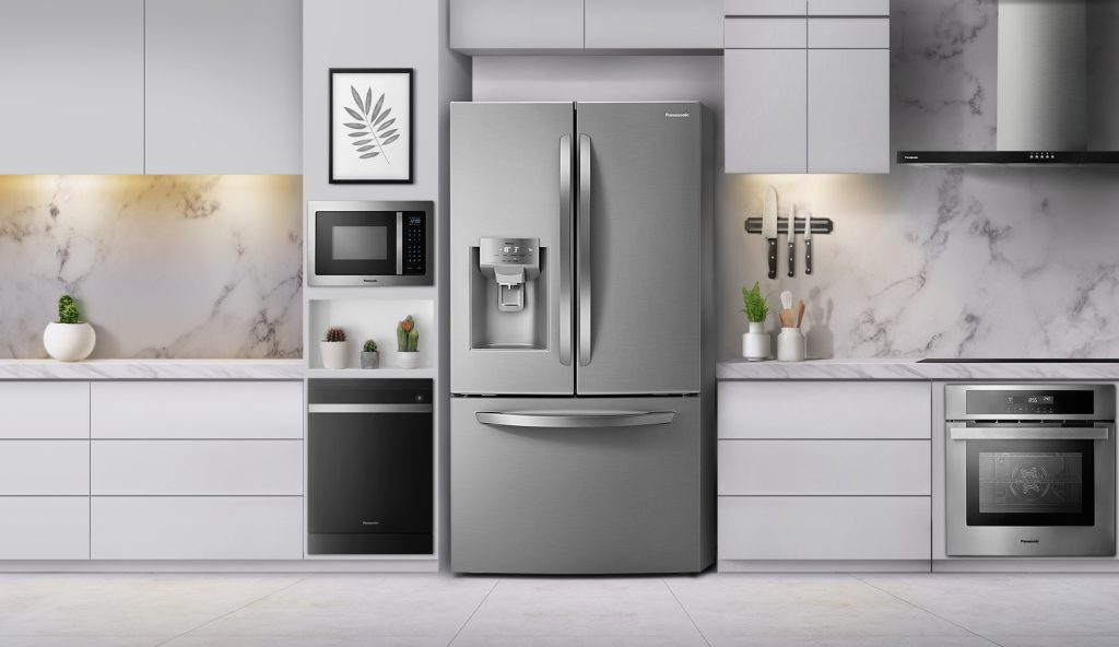 A geladeira de três portas da panasonic tem capacidade para 593 litros