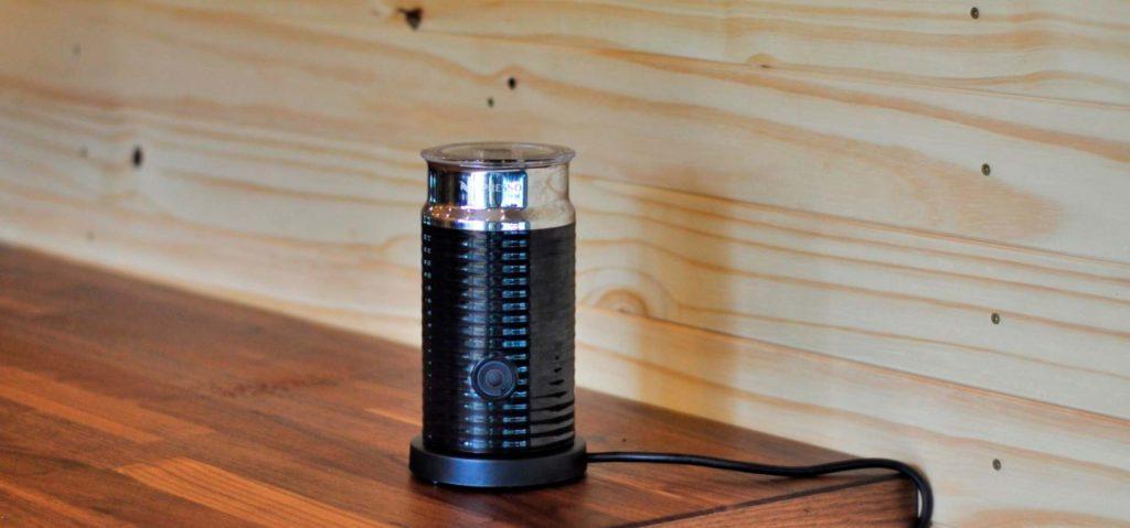 Semana do consumidor nespresso tem descontos em cápsulas e máquinas de café. Celebrando a semana do consumidor nespresso, apreciadores de café gourmet poderão adquirir máquinas e cápsulas por valores promocionais