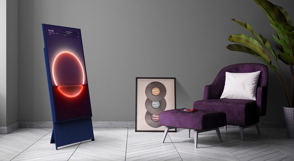 The sero, tv que gira na vertical da samsung, num modelo de sala
