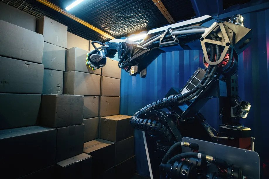 Stretch é o novo robô da boston dynamics voltado para logística. Novo robô da boston dynamics, o stretch conta com base móvel e não precisa de infraestrutura para funcionar em ambientes de transporte de produtos e mercadorias