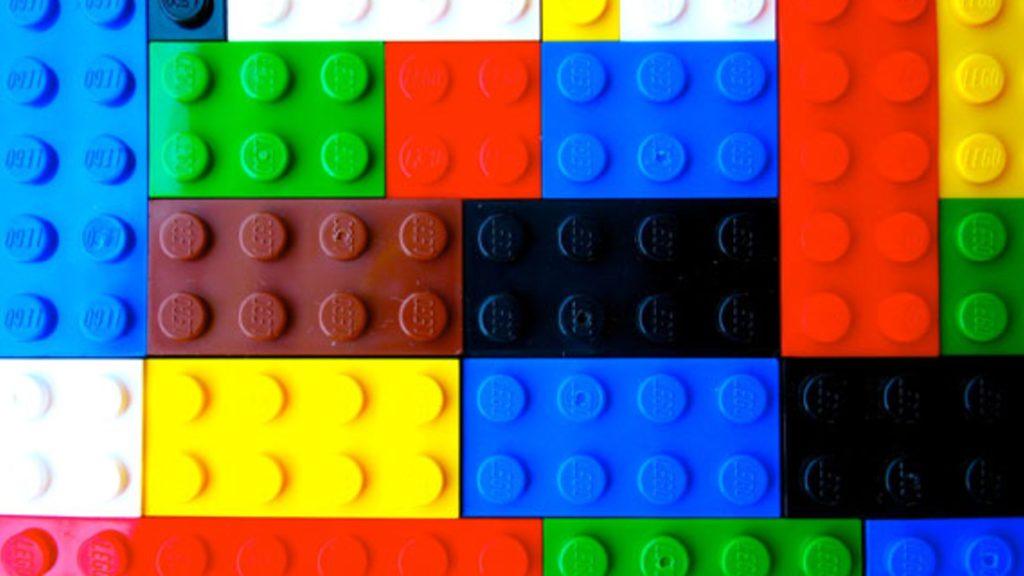 Vários blocos de lego