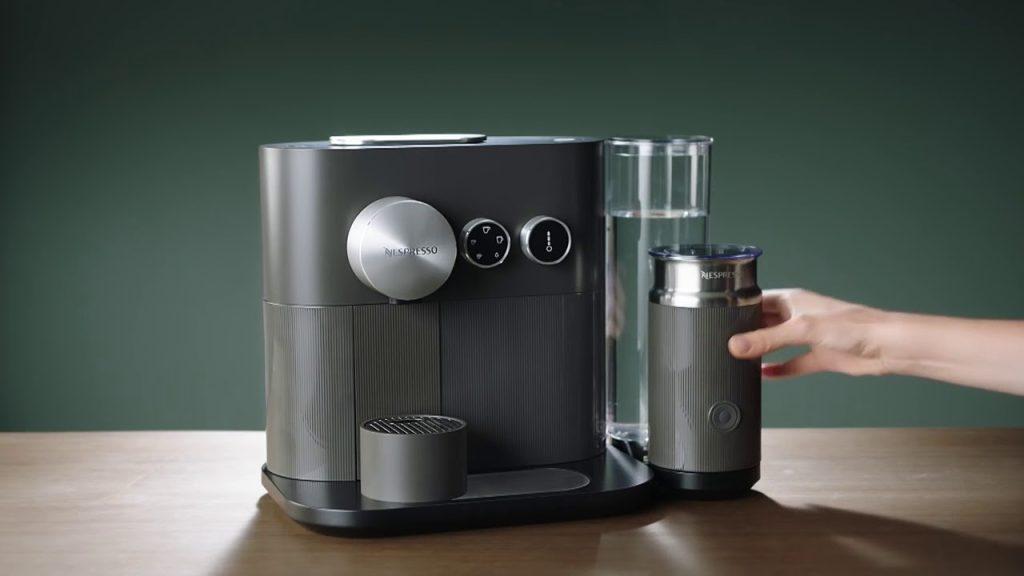 Marca pioneira em cafeteira de cápsula, a nespresso também é líder no segmento