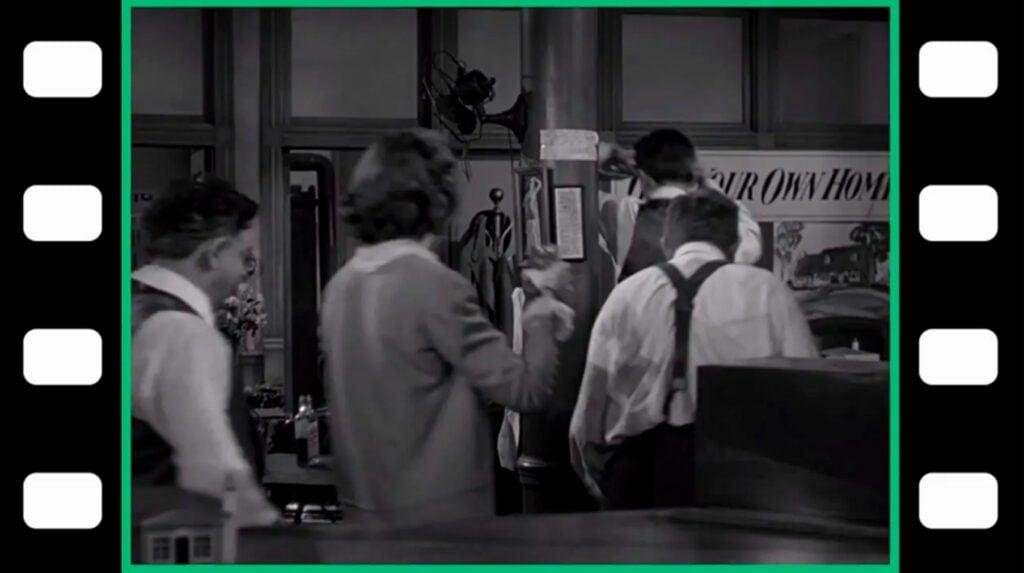 O aspecto 4:3 e as famosas quatro perfurações da película em um filme preto-e-branco