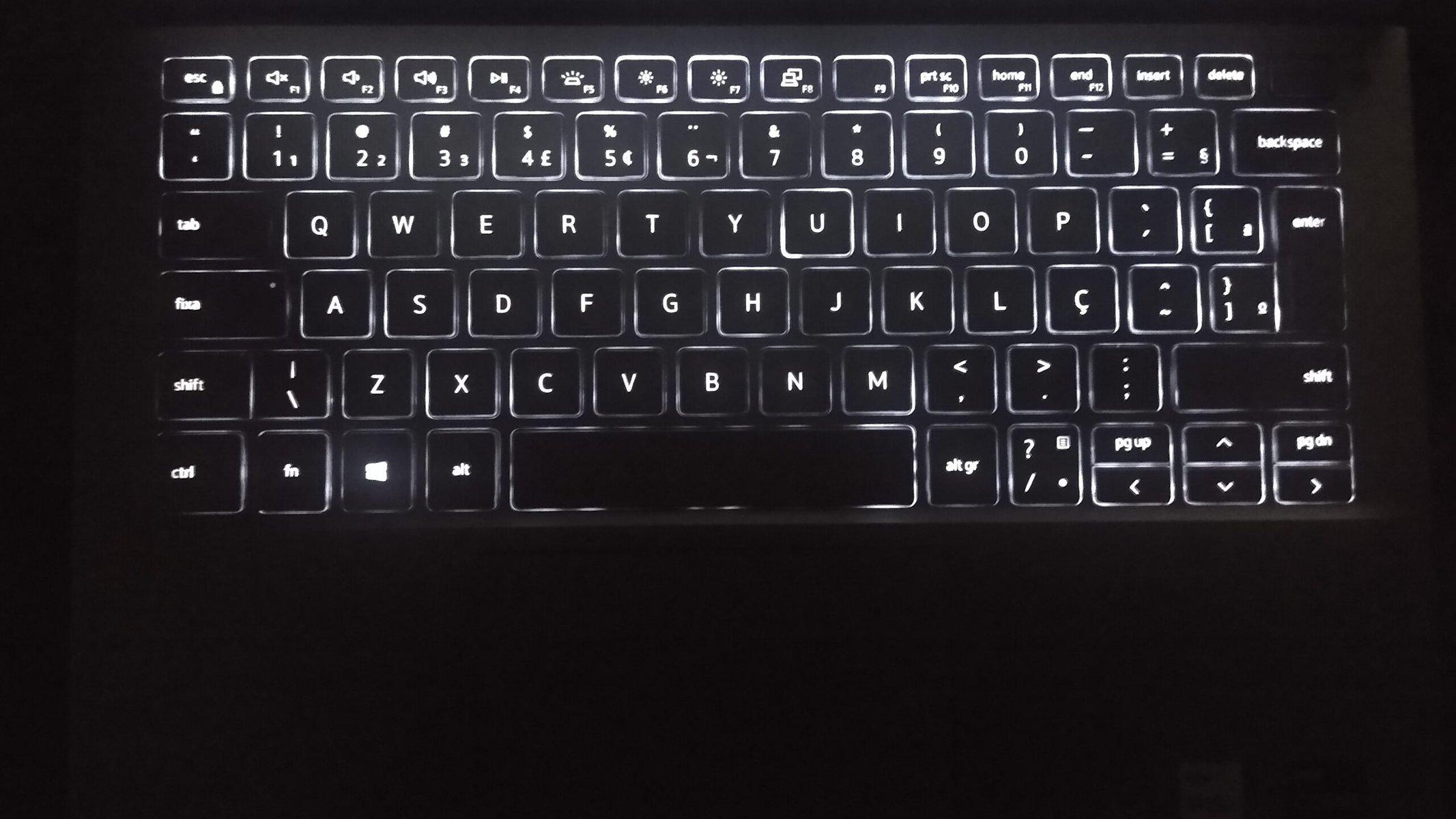 Review: dell inspiron 13 5000, um belo notebook ultrafino com o melhor da intel. O dell inspiron 13 5000 é um excelente notebook para trabalho e possui uma tela perfeita para assistir filmes e séries