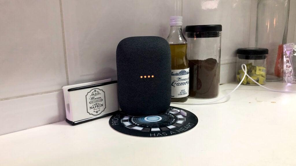 Nest audio na cozinha