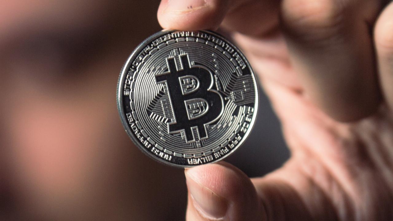 Bitcoin bate novo recorde antes do ipo da coinbase e vai a us$ 63 mil