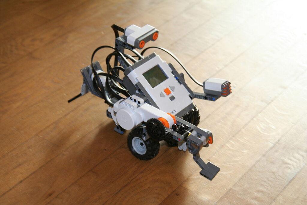 Modelo lego nxt utilizado no curso de robótica.