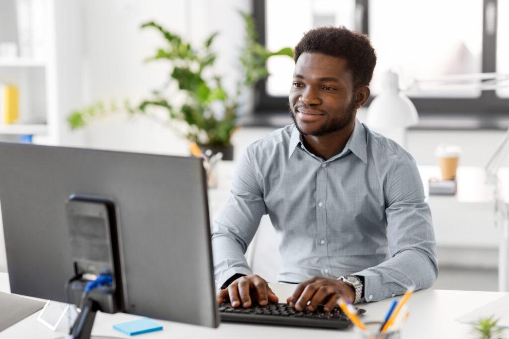 Antes da entrevista, teste a velocidade da conexão e a ferramenta que será utilizada durante a conversa