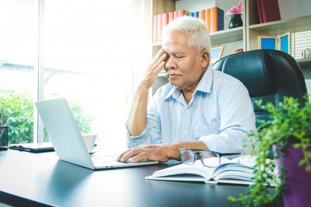 23% dos trabalhadores acima dos 50 anos mencionaram sofrer hostilidade de outros colaboradores por conta de sua idade