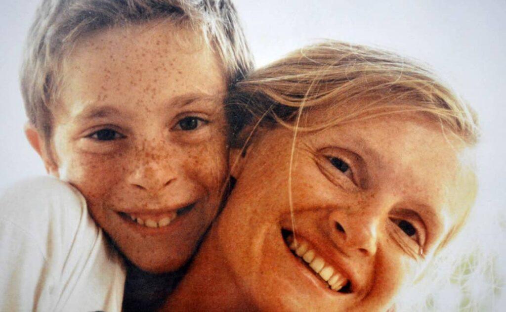 Documentário sophie: assassinato em west cork relembra o mistério no assassinato da jovem sophie toscan du plantier