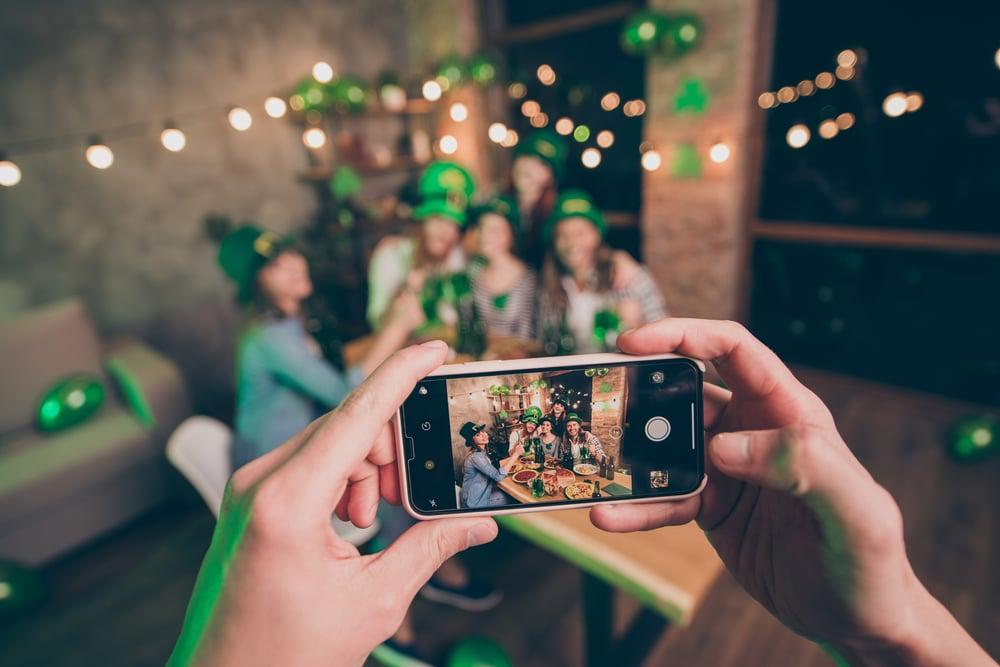 Fotos de grupos de amigos com câmera wide