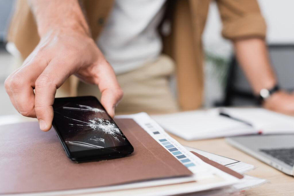 5 dicas importantes para comprar um tablet ou celular usado. Um tablet ou celular usado pode valer muito a pena na hora de trocar de aparelho, e trazemos dicas especiais para fazer a melhor negociação e evitar golpes