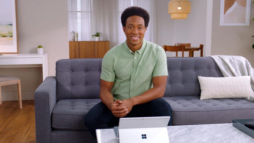 Phillip mcclure, gerente de marketing de produto, demonstrou as melhorias presentes no modo tablet do windows 11