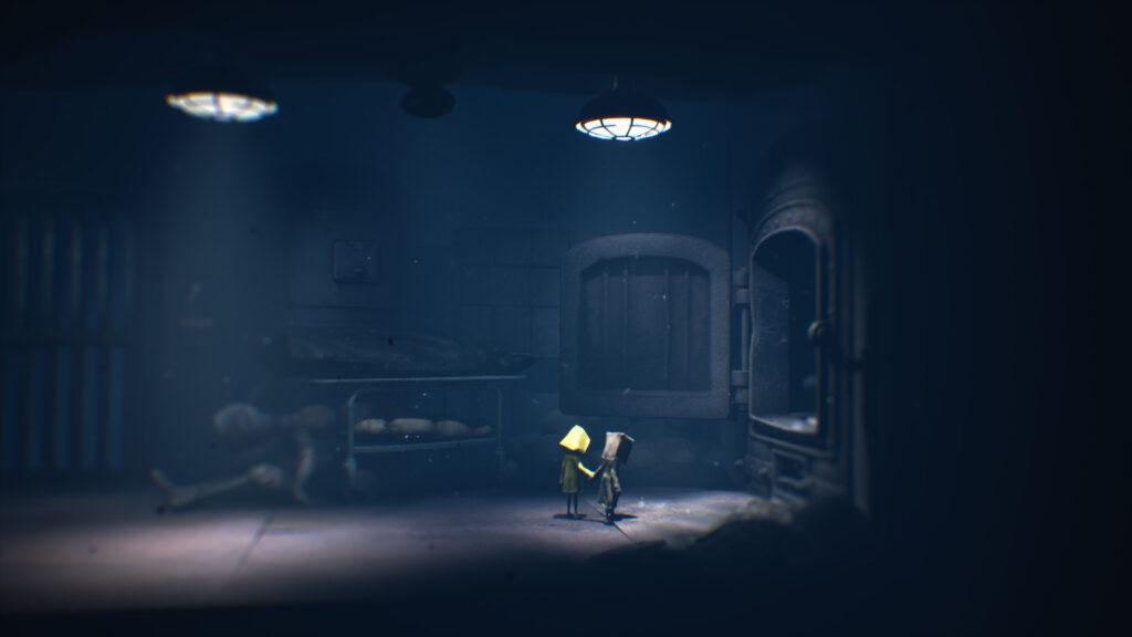 Os dois personagens do jogo iluminados por uma fraca luz.