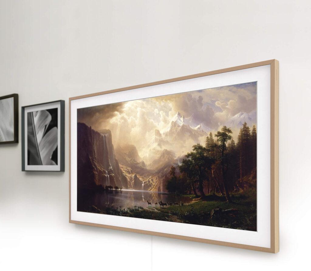 A the frame, quando desligada, pode se passar por um quadro com facilidade.