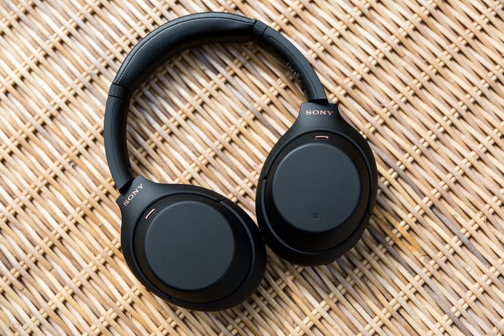 Fones de ouvido da sony voltam ao brasil com a multilaser. Em parceria da gigante japonesa com a multilaser, os fones de ouvido da sony voltam ao mercado brasileiro depois de 6 meses. Todos os modelos do portfólio são esperados