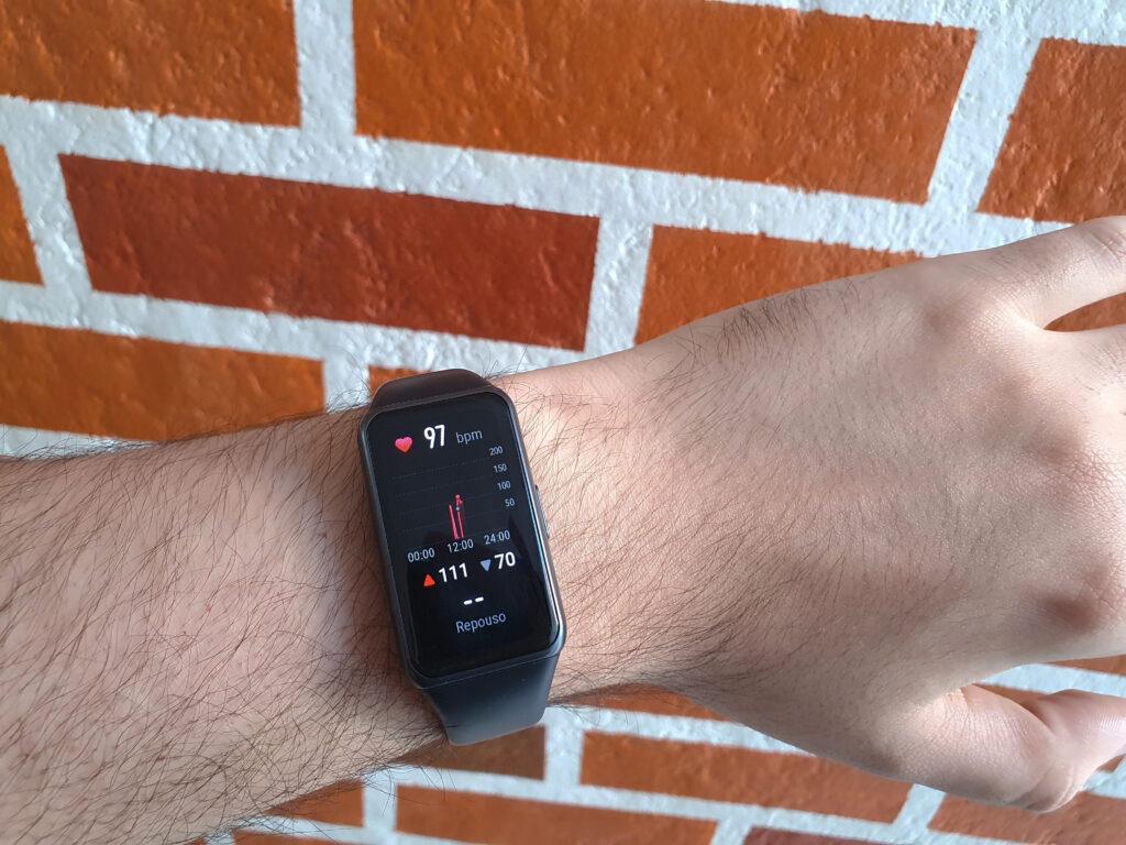 Review: huawei band 6 é a pulseira inteligente essencial para treinos
