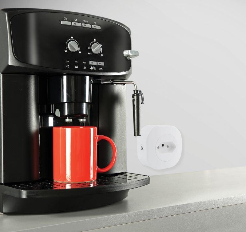 Ligando a cafeteira com uma tomada inteligente