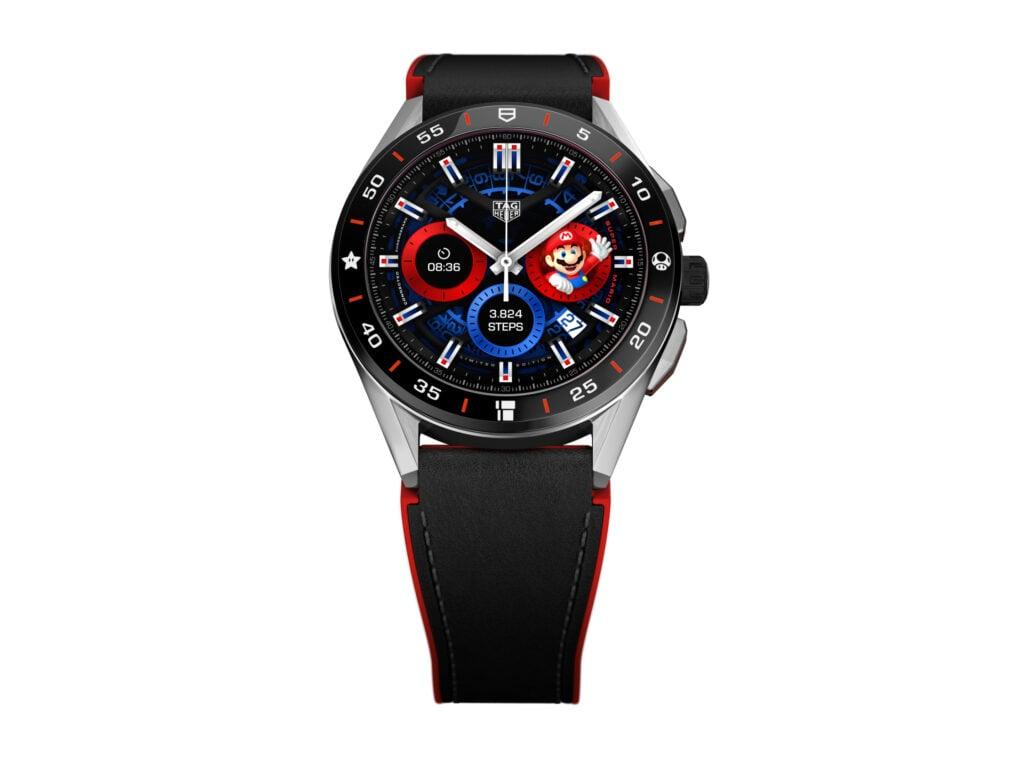 O smartwatch tag heuer connected, com seu design exterior e tela inspirados por super mario