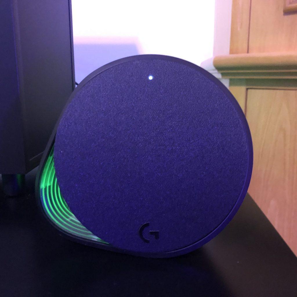 Parte frontal do speaker do logitech g560