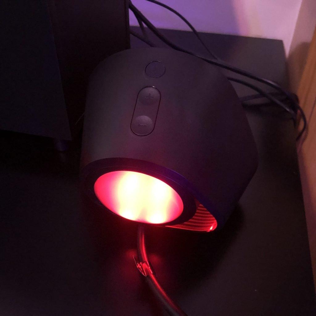 Parte traseira do speaker do logitech g560
