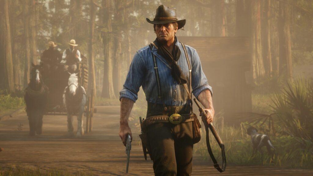 Arthur morgan, com arma emunhada na mão direita.