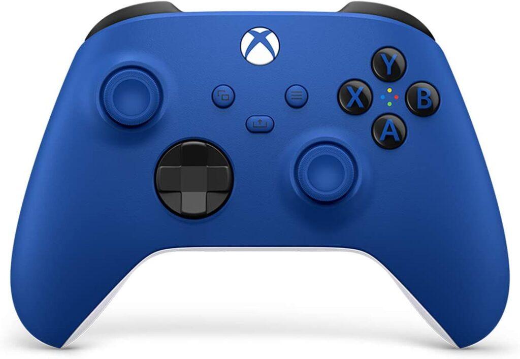 Microsoft traz ao brasil novas cores do controle xbox. Controle do xbox ganha 3 novas cores: eletric volt, pulse red e shock blue, trazendo customização e personalidade para os jogos