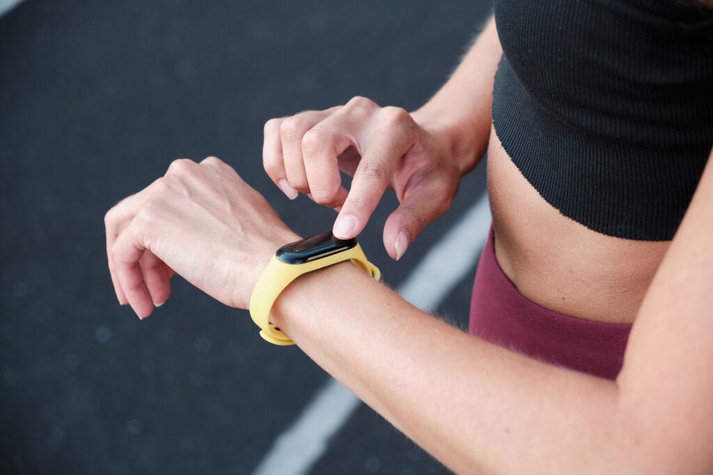 Segundo pesquisa da idc, primeiro semestre de 2021 fecha com 39% de aumento no mercado de smartwatches e fones de ouvido