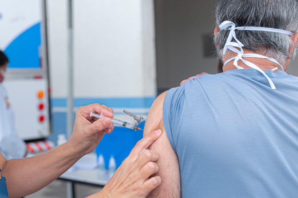 Prefeitura de sp vai exigir passaporte de vacina para acesso a estabelecimentos. O passaporte de vacina será item obrigatório para quem quiser frequentar ambientes fechados, como restaurantes da cidade