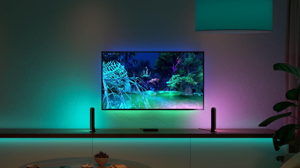 Philips hue play traz luz indireta inteligente para sua casa. Phillips hue play é uma barra de iluminação que se sincroniza com conteúdos na tela, aumentando a imersão dos espectadores