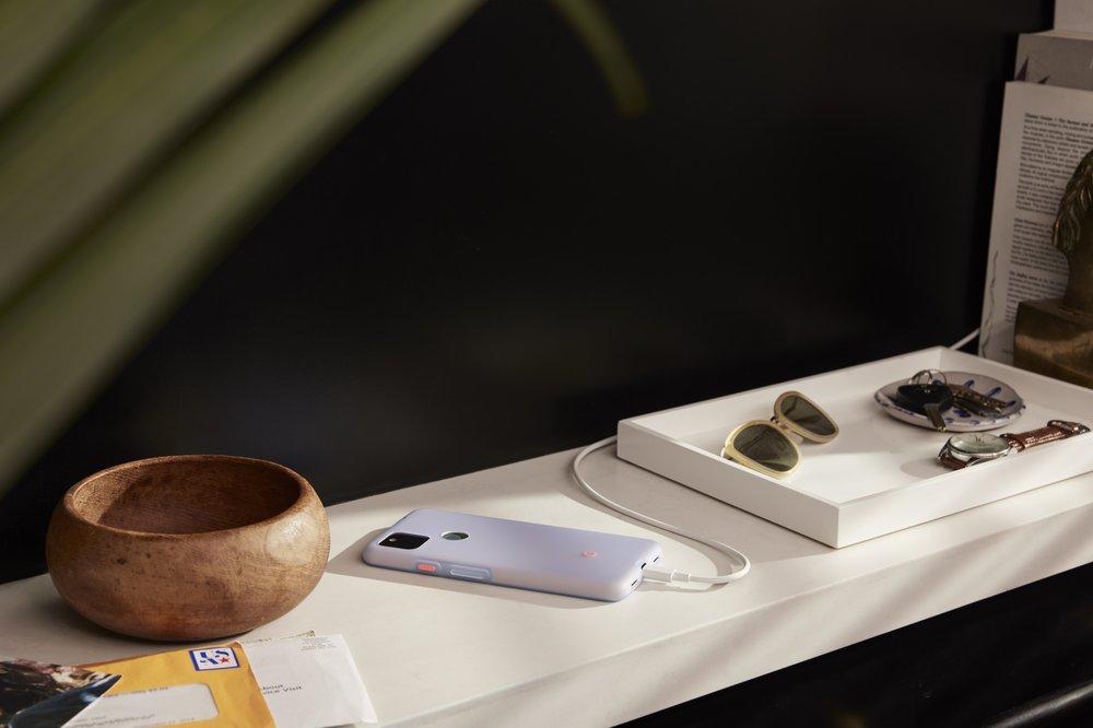 Google pixel 5a traz maior bateria e resistência a água. Google pixel 5a traz resistência ip67 para a linha de celulares do google, além de uma bateria de 4860mah que, segundo a empresa, dura o dia todo