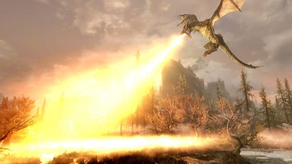 Dragão, ao alto, ateia fogo à folhagem de skyrim.