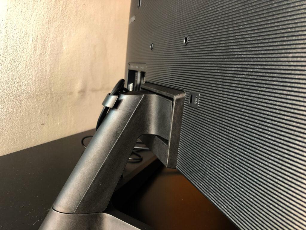 """Review: samsung m5 é o monitor inteligente que você não sabia que precisava. A versatilidade presente graças ao """"smart"""" faz do samsung m5 mais do que um simples monitor de trabalho"""