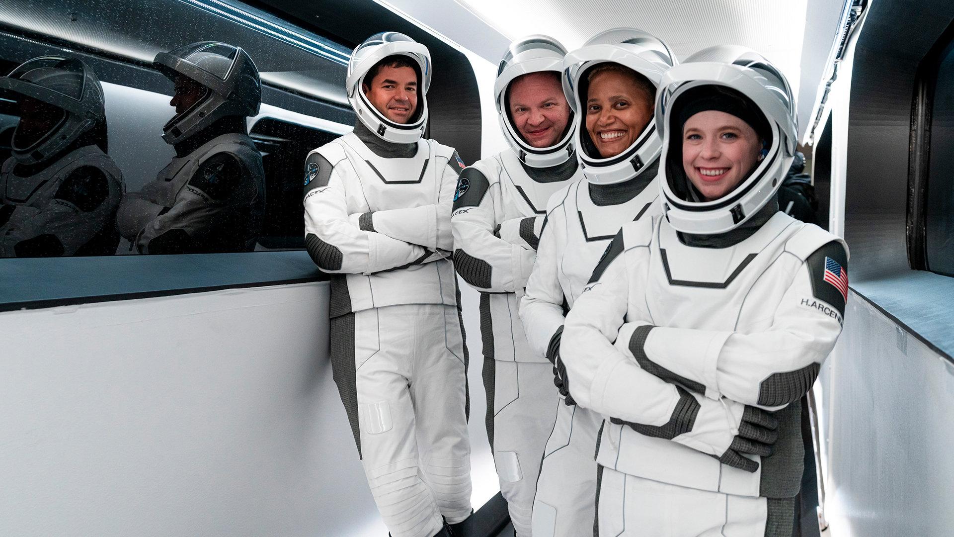 Veja os primeiros turistas espaciais da spacex avistando a terra pela 1ª vez