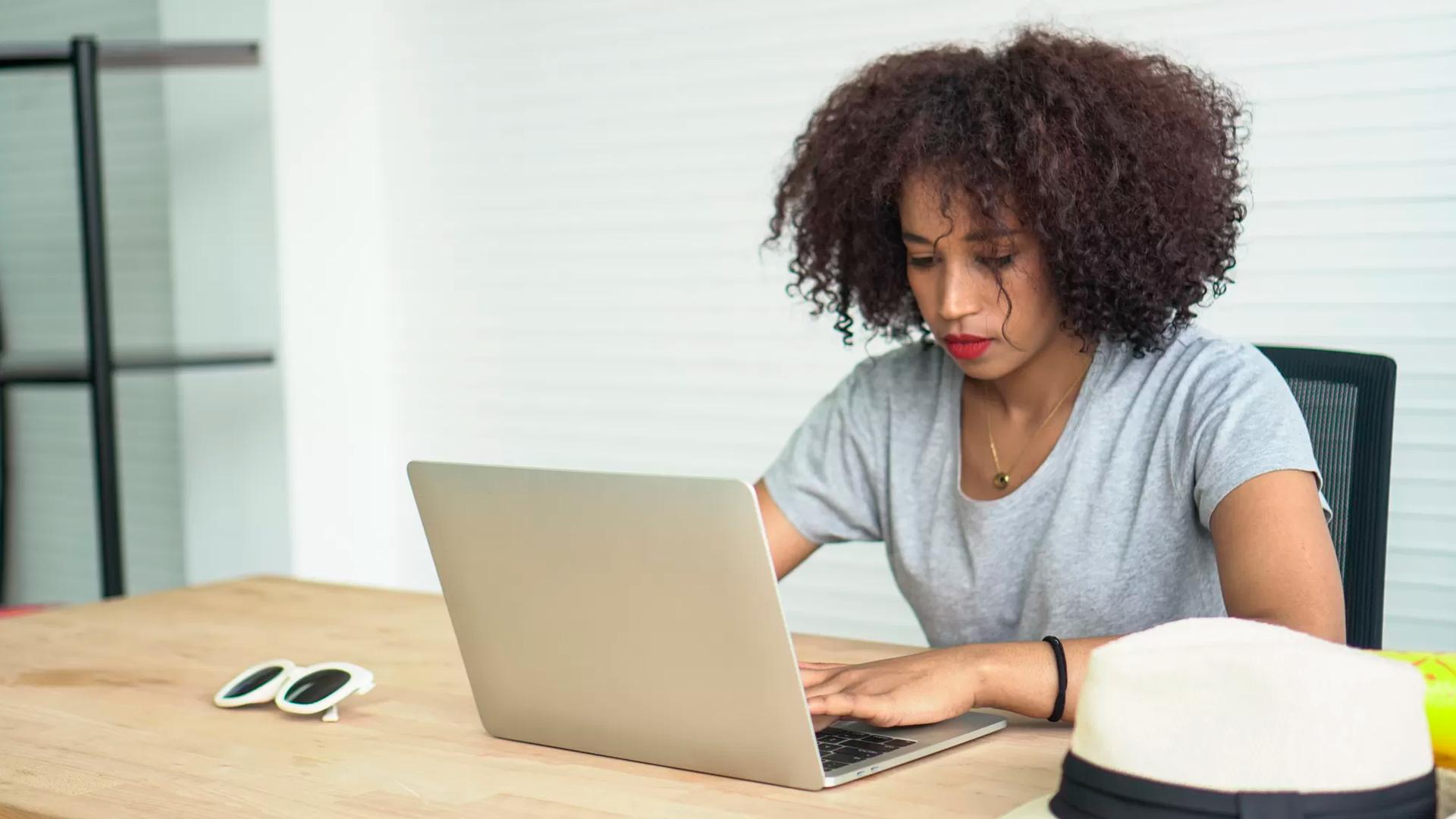 Algoritmos que escaneiam cv atrapalham a busca de emprego de 27 milhões de pessoas