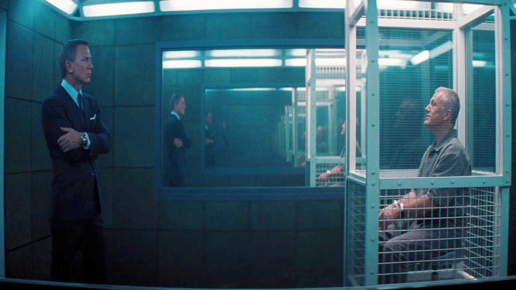 Bond interroga ernst blofeld, vilão que retorna de 007 contra spectre