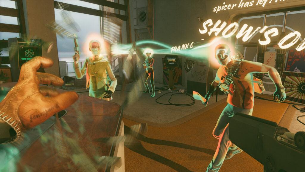 Imagem de colt brigando contra três inimigos em deathloop.