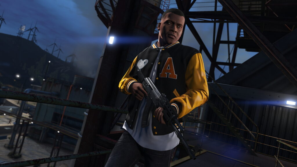 Um dos protagonistas de gta v, sobre uma construção metálica, empunha um rifle.