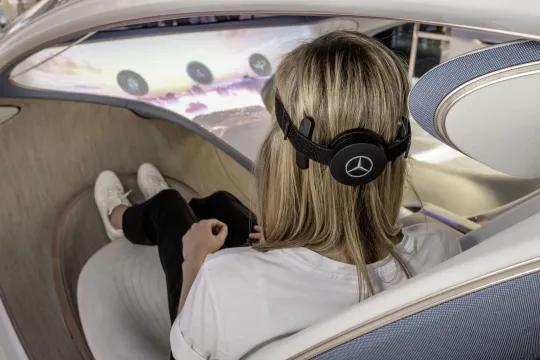 Vision avtr: carro conceito da mercedes é controlado pela mente. Visitantes do evento iaa mobility poderão experimentar essa nova tecnologia e conferir como funciona o vision avtr, confira!