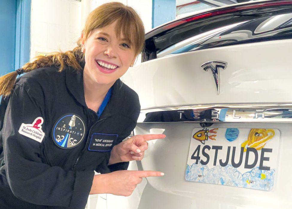 Hayley arceneaux, uma das integrantes da missão inspiration4