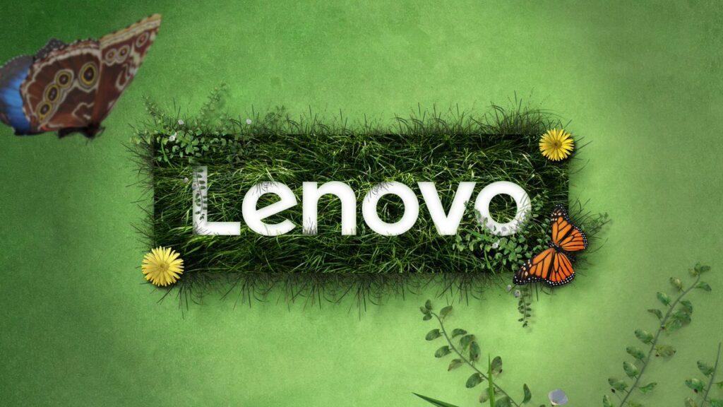Logo da lenovo em um gramado verde para representar sustentabilidade