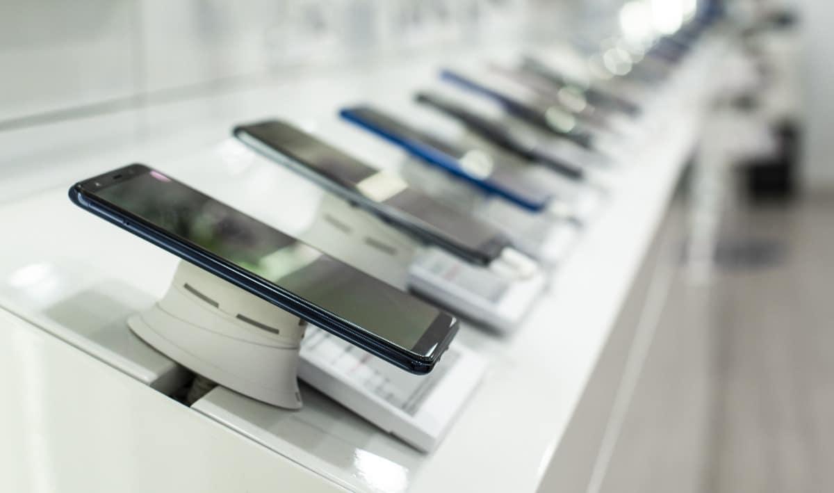 Imagem com diversos aparelhos em exibição